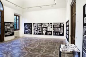Roberto Ohrt, <em>Aby M. Warburg's Mnemosyne Picture Atlas</em>, 2015, symposium, Villa Romana, Florence; photo: OKNOstudio