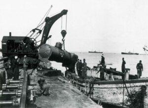 Judith_Raum_Eser, Arrival of a German locomotive in Haifa